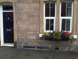 Fully Furnished 2 Bed Flat Galashiels. Upmarket Ground Floor Flat close to Town Centre, Wifi avail