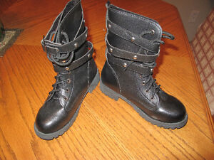Women Boots Size 5