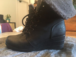New Ugg Zea Womens Black  Leather Wedge Ankle Boots, size 11