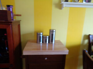 NEW KITCHEN CART BOUGHT IT NEVER USED IT