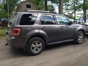 Well Maintained ford escape limited AWD