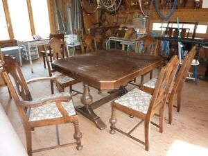 Table antique et 6 chaises