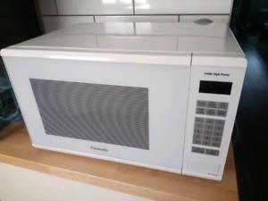 Panasonic Microwave 1.3 cu. ft. Countertop NN-SG656W
