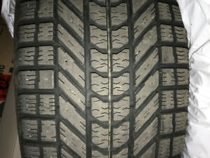 4 pneus firestone winterforce  245/65 R17 1 hiver (cherokee TH)