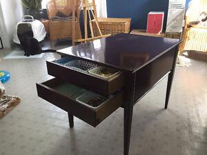 Table de Salon basse avec (2) tiroirs en bois massif