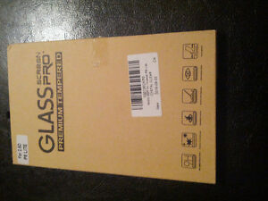 selling glass screen pro premium tempered for Huawei P8 Lite. Québec City Québec image 1