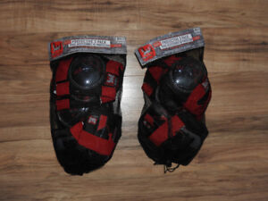 1 LEFT: Boys protective wear (elbow & knee pads + wrist guards)
