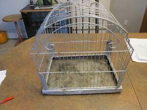 Petite cage en métal