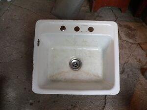 plusieurs modele de lavabo en fonte antique