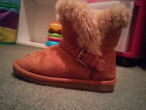 Size 8 toddler boots, 2t clothing