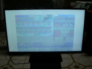 INSIGNIA 39 INCH HIGH DEF. LED TV FOR PARTS - CHEAP