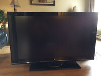 "TV lcd LG 47"" HD 1080p 120Hz --------------- 350$"