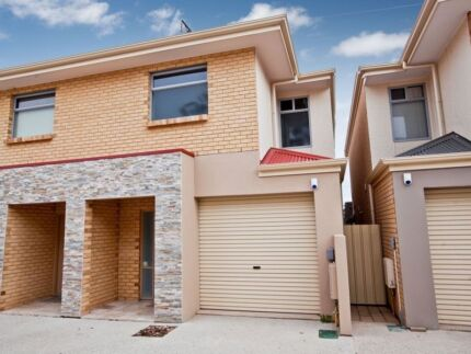 Room for rent in Seaton townhouse Seaton Charles Sturt Area Preview