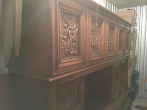 Stunning unique oak Dining Room set with hand carved images