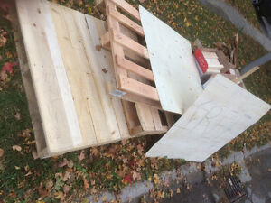 Free wood! Pallets and off cuts of 2 by 4 London Ontario image 2