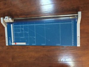 "Dahle 554 Professional Rolling Trimmer (28-1/4"") Cut"