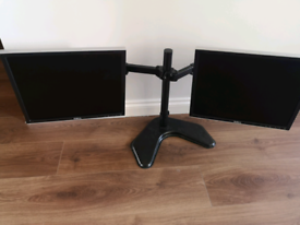 Used - 2 x Dell monitors 19 inch Inc all cables.