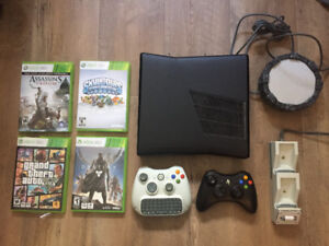 Xbox 360 250gb slim w 2 controllers and 4 games