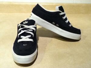 Women's Nike Shoes Size 7 London Ontario image 8
