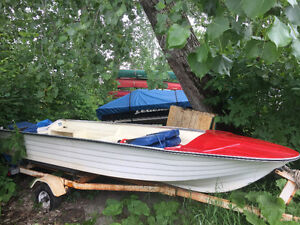 Beautiful Fibreglass Boat with Trailer,Motor and Gas Tank