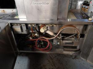 Commercial restaurant glasswasher