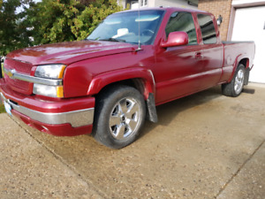 2004 Chevrolet Silverado 4×4 Burgundy/red,Completely REBUILT