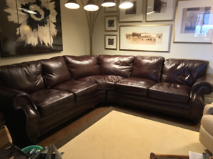 Brown Leather Sectional Sofa in Excellent condition!