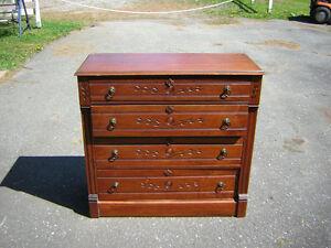 Bureau antique chêne sculptée 4 tiroirs impeccable
