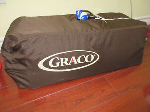 Graco pack n play playpen with Newborn Napper™ Station
