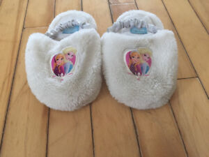 Girls size 9/10 Frozen slippers
