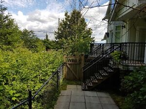 Immaculate Townhouse 3 BR Cloverdale