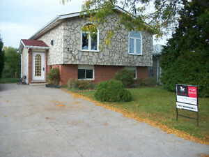 2916 ROBILLARD- GREAT DEAL! OPEN HOUSE SAT OCT.22, 3-5 PM