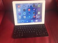 iPad 3 with Logitech Bluetooth keyboard and cover