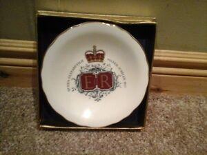Queen Elizabeth II Silver Jubilee commem. plate Royal Grafton Kitchener / Waterloo Kitchener Area image 1