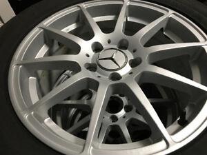 Mercedes mags 17 pouces tel que neuf + pneus hiver