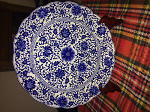"18"" Decorative Bombay plate c/w stand."