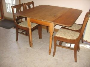 Table and chairs Antique