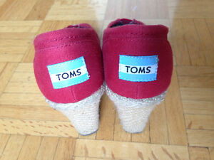 FS: TOMS Red Peep Toe Wedge Pump Shoes (Size: 5 1/2)
