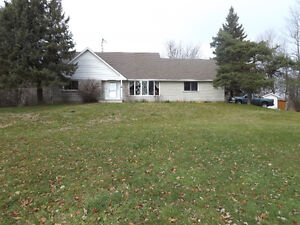 Picturesque 4 bedroom house 9 minutes from 401