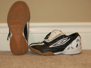 Umbro Youth Size 3.5 Indoor Soccer Shoes