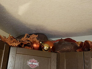 Beautiful Christmas decorations! Brown and gold! London Ontario image 5