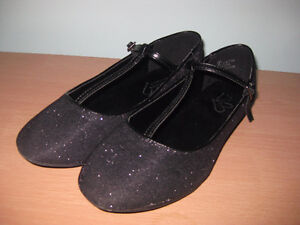 Black dress shoes for girl in a size 7 youth