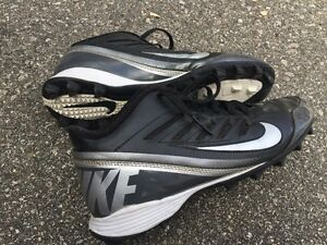 Mens Nike Football Cleats - Size 8
