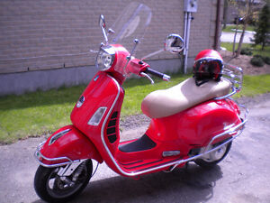 LOW KMS. 2006 RED PIAGGIO VESPA GTSie 250cc, SCOOTER/MOTORCYCLE