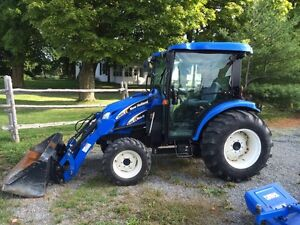 NEW HOLLAND TC45D-LIKE NEW 300HRS