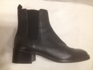Rockport Black Leather Gored Short Chelsea Boots 8 1/2 Wide