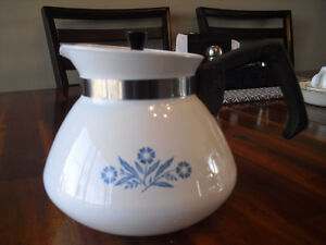 Vintage Corning Ware 6 cup Coffee/Tea Pot - unmarked