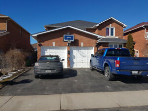 ROOM FOR RENT BESIDE SHERIDAN COLLEGE