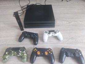PS4 Pro + camera + 2 pads