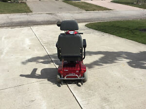 4 WHEEL MOBILITY SCOOTER LIKE NEW Kitchener / Waterloo Kitchener Area image 2